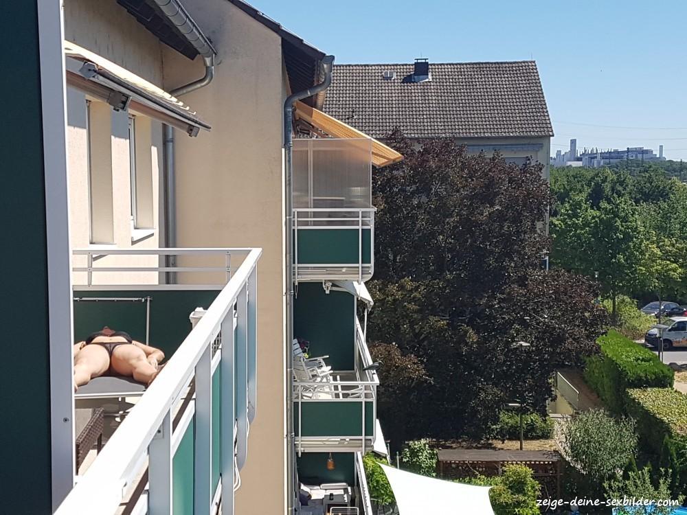 Auf dem nackt balkon nachbarin Nachbarin Nackt