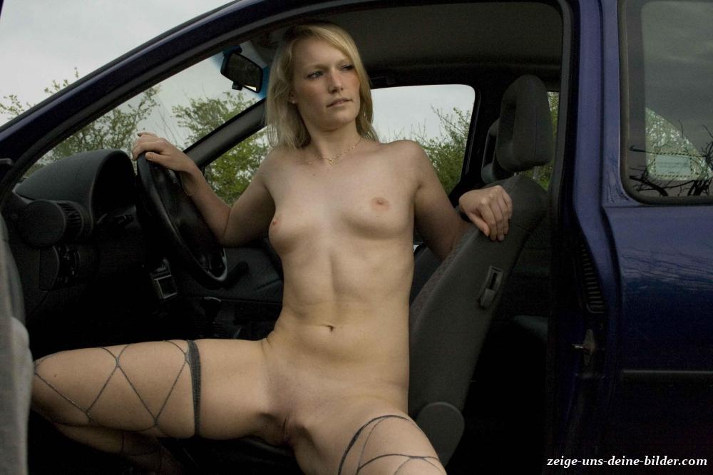 Auto frauen nackt im Frauen Machen