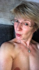 Reife frauen mit brille nackt
