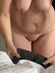 Nackt hängende busen Pics von