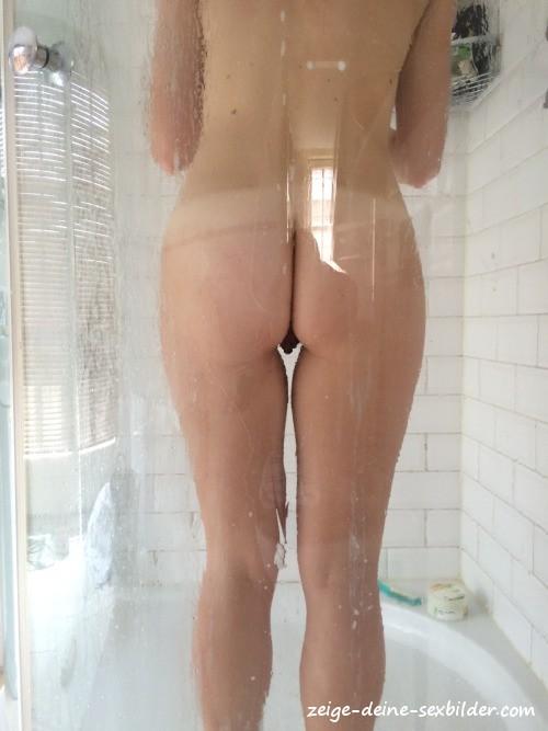 Schwester Beim Duschen