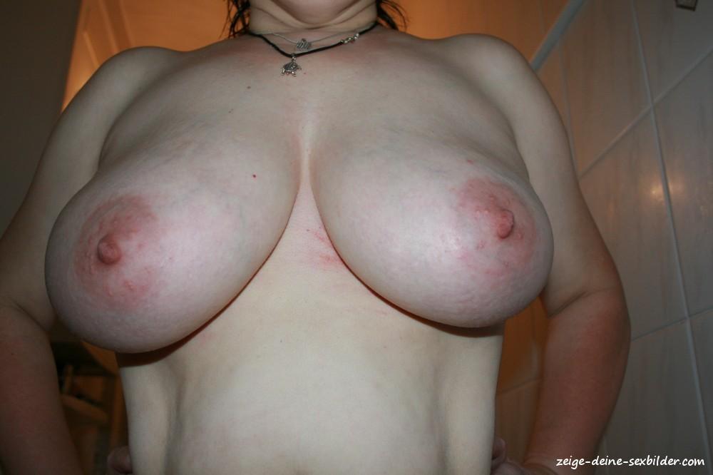 Nackt 80 d brüste Britische Fotografin