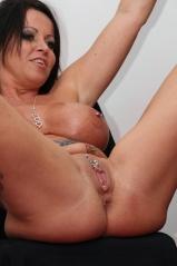 Piercings nackt mit frauen Frau mit